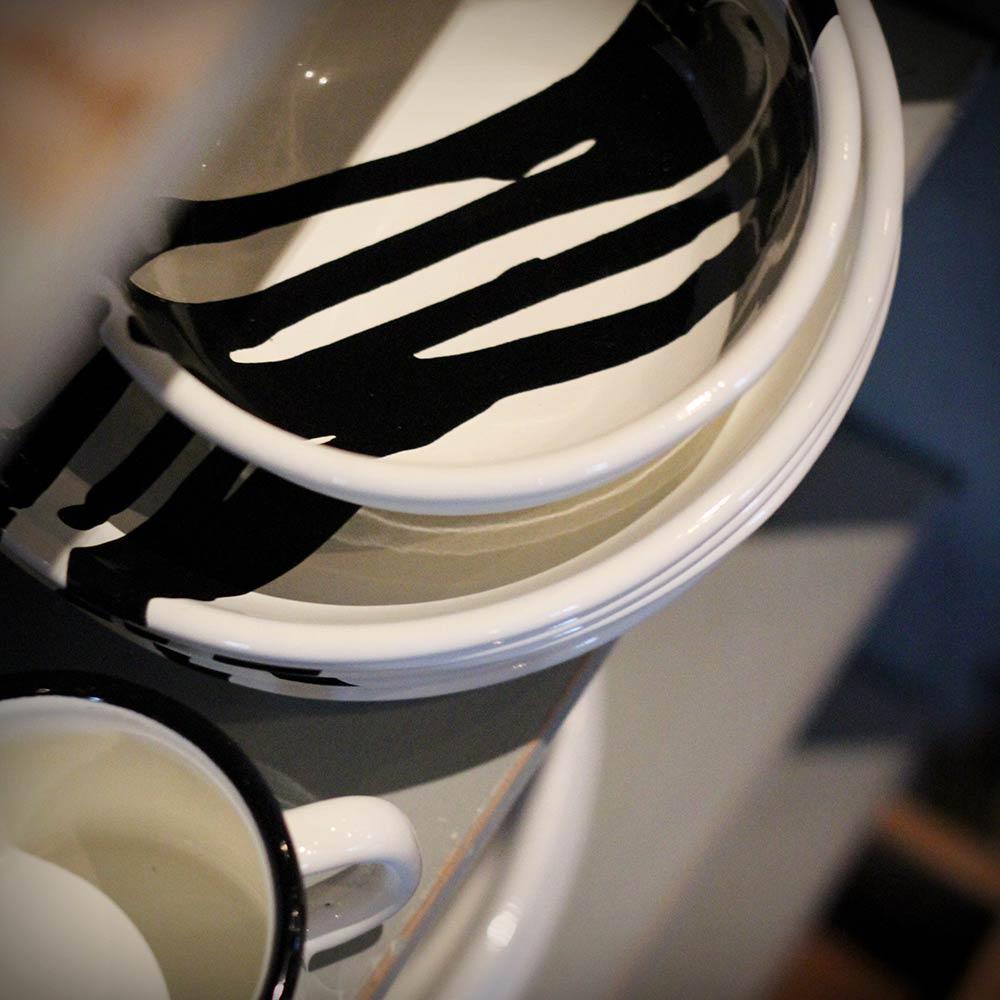 butik botanik – assiett, skål och mugg i emalj
